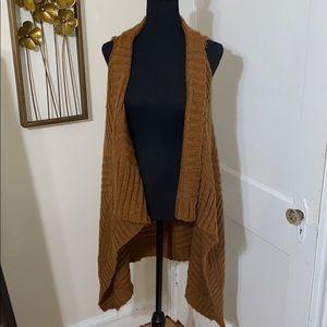 Beautiful Camel knit 35' long vest cardigan size M